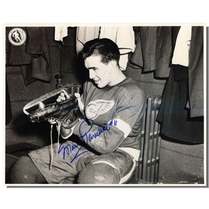 Marty Pavelich Autographed Detroit Red Wings 8x10 Photo