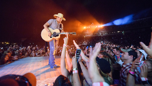 JASON ALDEAN VIP CONCERT EXPERIENCE IN CHICAGO + PHOTO - PACKAGE 2 of 2