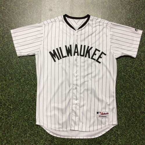 Photo of Oliver Drake 2017 Milwaukee Bears Game-Used Jersey