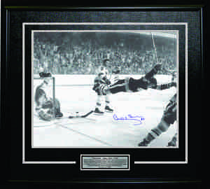 Bobby Orr - Signed & Framed 16x20 Etched Mat - The Goal Black & White