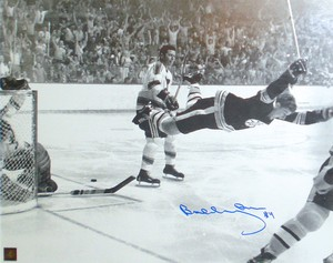 Bobby Orr - Signed 16x20 Photo -