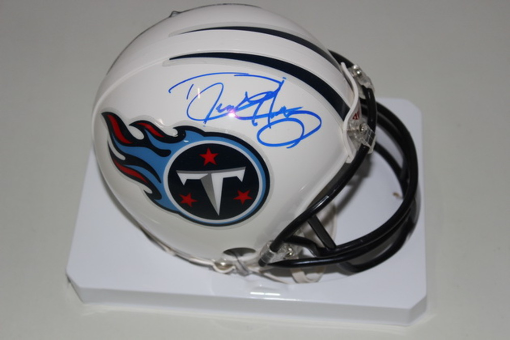NFL - TITANS DERRICK HENRY SIGNED TITANS MINI HELMET