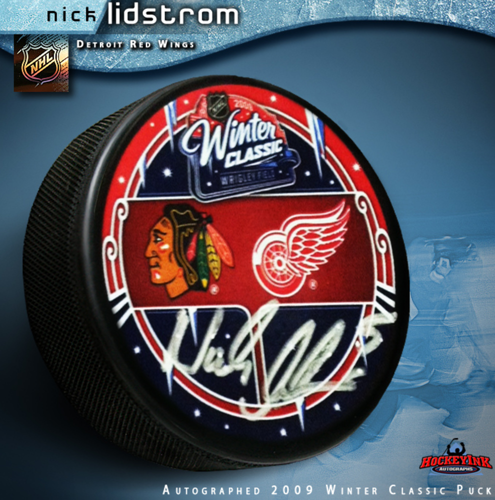 NICKLAS LIDSTROM Signed Detroit Red Wings 2009 Winter Classic Souvenir Puck