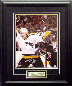 Mario Lemieux - Signed 16x20 Celebrates Against Buffalo