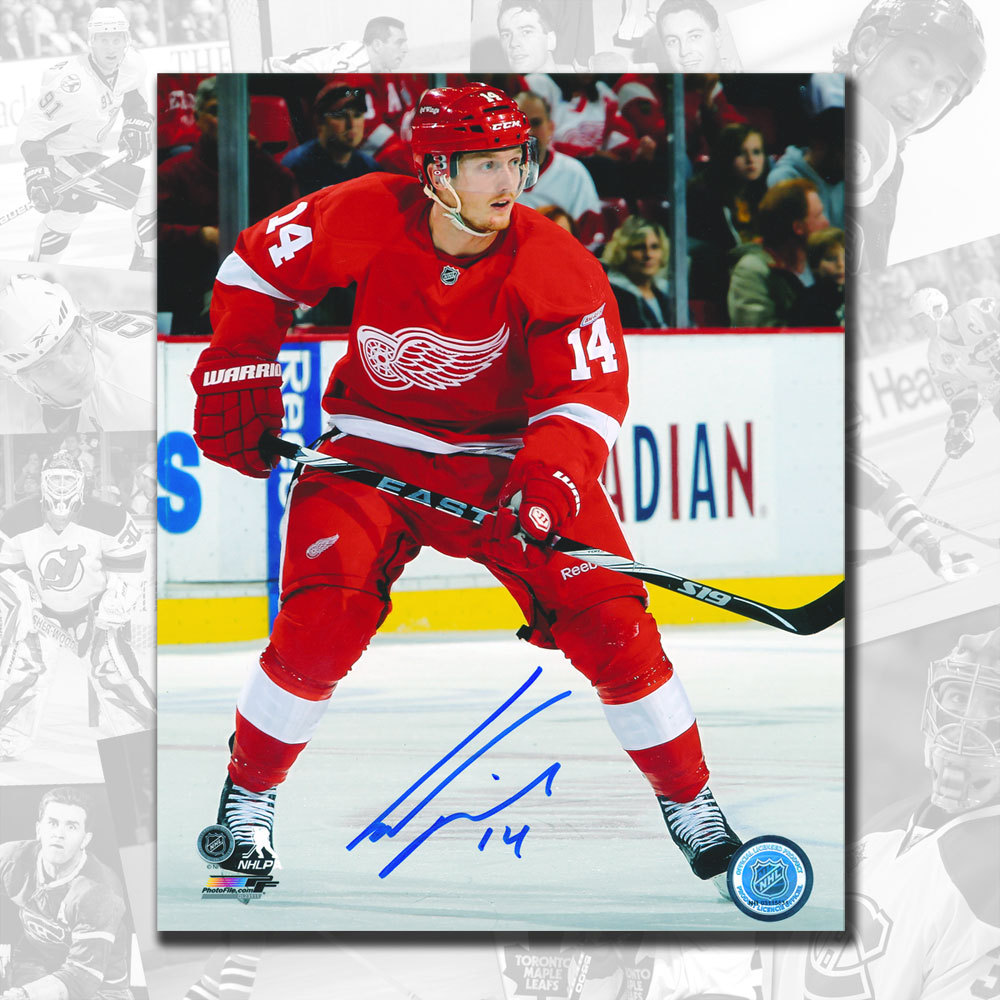Gustav Nyquist Detroit Red Wings Autographed 8x10