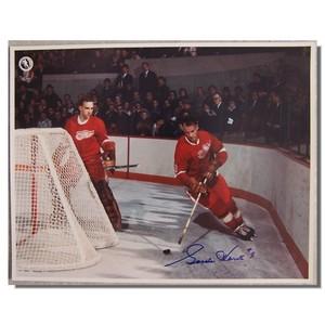 Gordie Howe Autographed Detroit Red Wings 11x14 Photo
