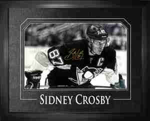 Sidney Crosby - Signed & Framed 11x17 Etched Mat - Pittsburgh Penguins Black & White Leaning Over