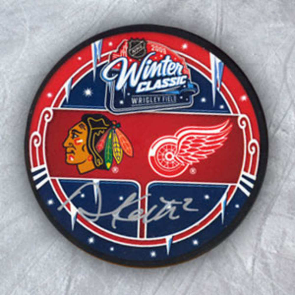 DUNCAN KEITH 2009 Winter Classic SIGNED Blackhawks Puck