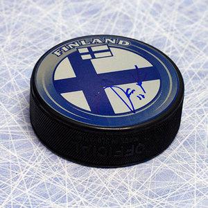 Jari Kurri Team Finland Autographed Olympic Hockey Puck *Edmonton Oilers*