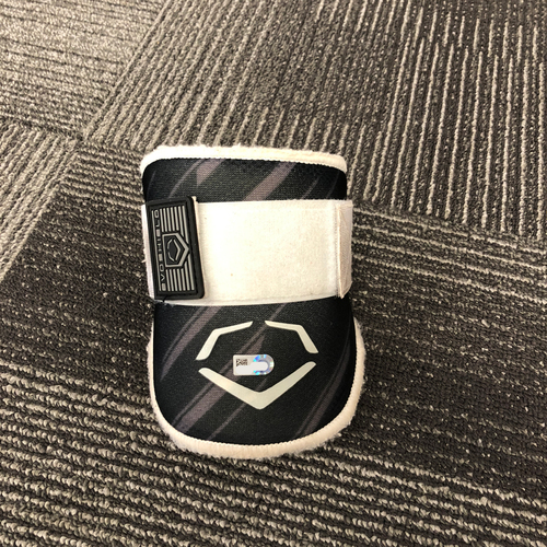 Photo of San Francisco Giants - HOLIDAY STEALS - Game-Used Elbow Guard - #35 Brandon Crawford