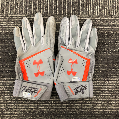 Photo of San Francisco Giants - HOLIDAY STEALS - Autographed Gray Batting Gloves - #28 Buster Posey