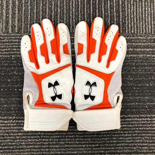 Photo of San Francisco Giants - HOLIDAY STEALS - Player Collected White & Orange Batting Gloves - #28 Buster Posey