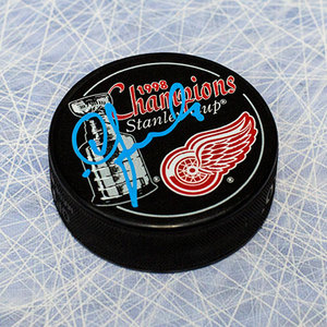 Igor Larionov Detroit Red Wings Autographed 1998 Stanley Cup Puck
