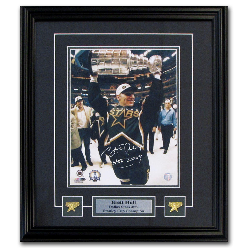 Brett Hull Autographed Dallas Stars Framed 8X10 Photo w/HOF 2009 Inscription