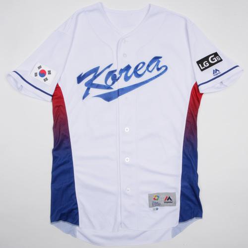 Photo of 2017 World Baseball Classic: Korea Game-Used Home Jersey, T.K. KIM #52