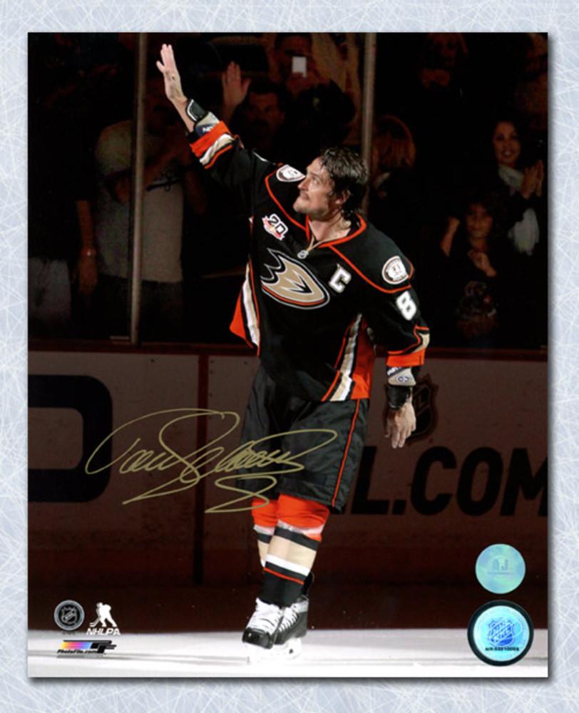 Teemu Selanne Anaheim Ducks Autographed Waving to Crowd 8x10 Photo