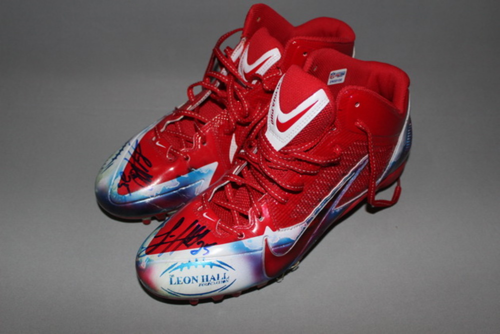 MY CAUSE MY CLEATS - GIANTS LEON HALL SIGNED AND GAME WORN CUSTOM CLEATS (DECEMBER 4 2016)
