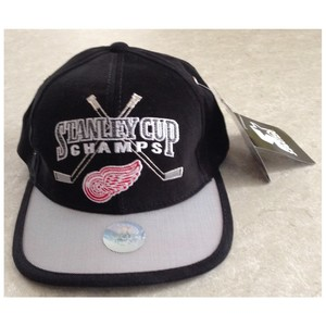 Detroit Red Wings 1998 Stanley Cup Champions Locker Room Hat
