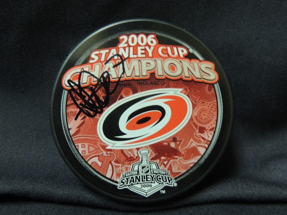 Niclas Wallin #7 Autographed Puck (2006 Stanley Cup Champions Collectors Edition)