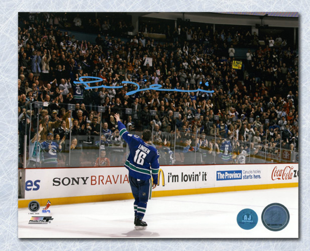 Trevor Linden Vancouver Canucks Autographed Last Game Farewell Wave 8x10 Photo