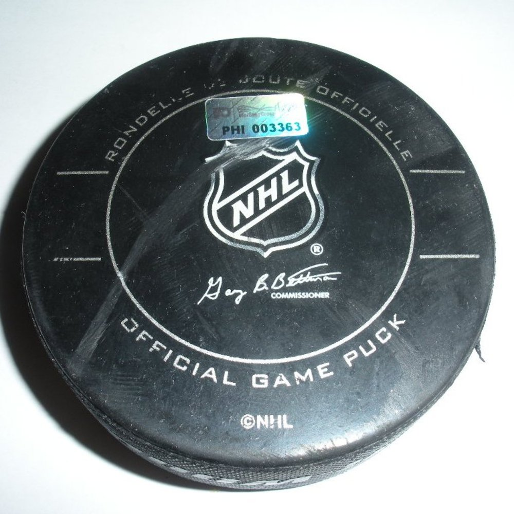 Thomas Vanek - Buffalo Sabres - Goal Puck - November 14, 2009 (Flyers Logo)