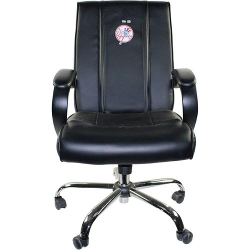 Photo of Tyler Austin New York Yankees 2016 Game-Used  #26 Clubhouse Chair (10/2/2016)