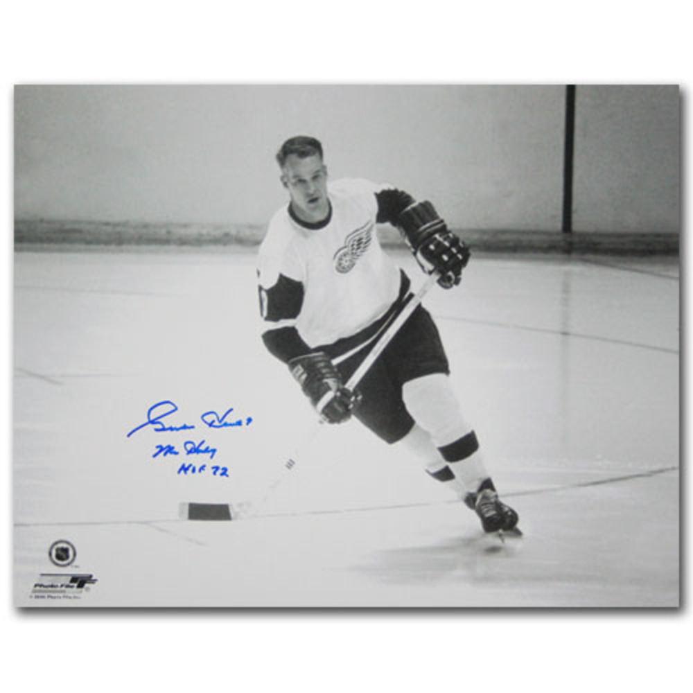 Gordie Howe Autographed Detroit Red Wings 11X14 Photo w/MR HOCKEY Inscription