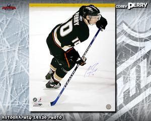 COREY PERRY Signed Anaheim Ducks 16 X 20 Photo - 77218