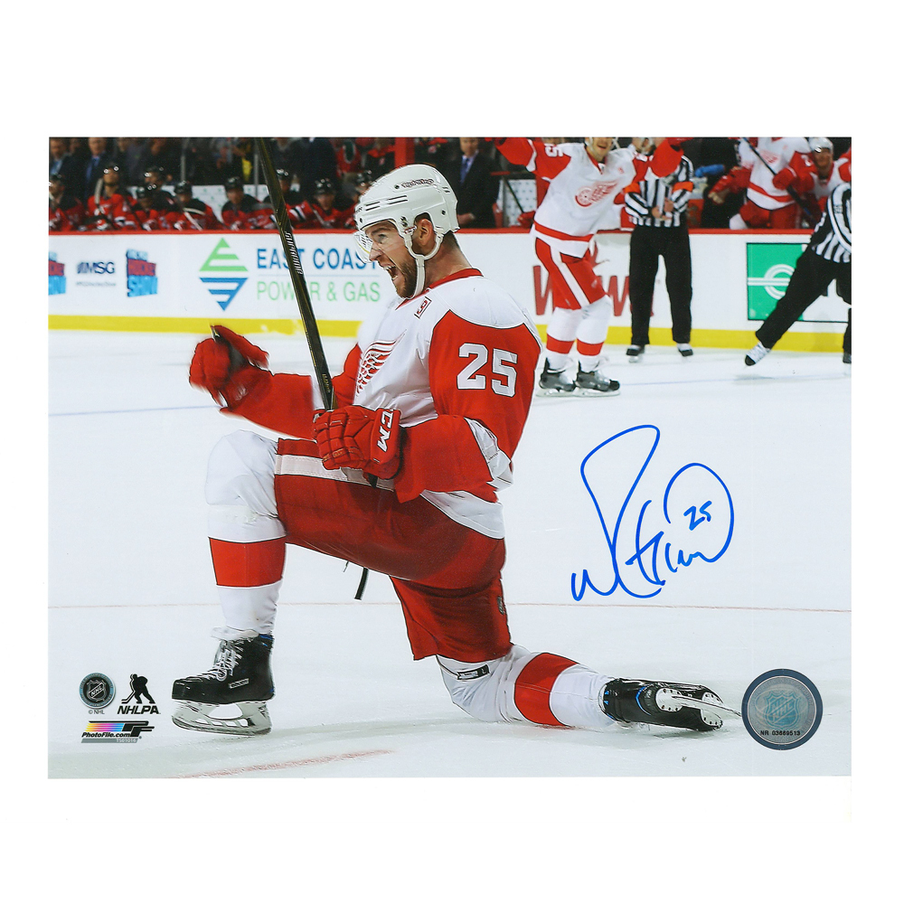 MIKE GREEN Signed Detroit Red Wings 8 X 10 Photo - 70018