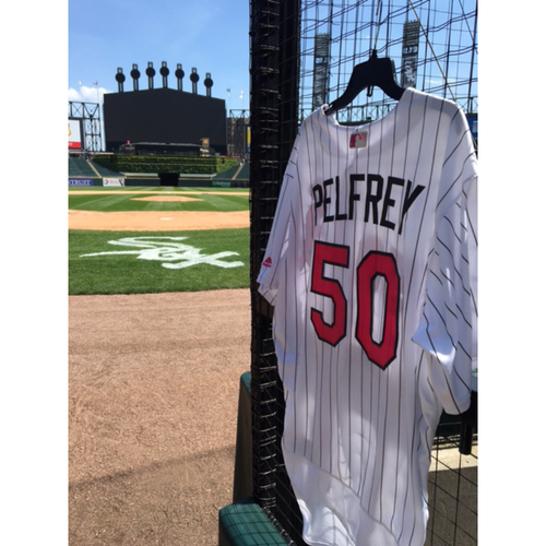Photo of Mike Pelfrey Game-Used 2017 Mother's Day Jersey - Size 52
