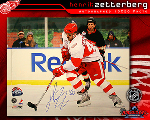 HENRIK ZETTERBERG Signed Detroit Red Wings 2009 Winter Classic 16 X 20 Photo
