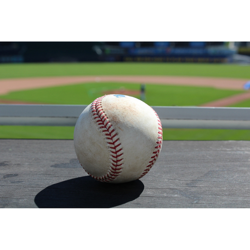 Photo of Yonder Alonso Single to Right Field (9/15/16 OAK at KC)