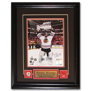 Antti Niemi Autographed Chicago Blackhawks Framed 8X10 Photo