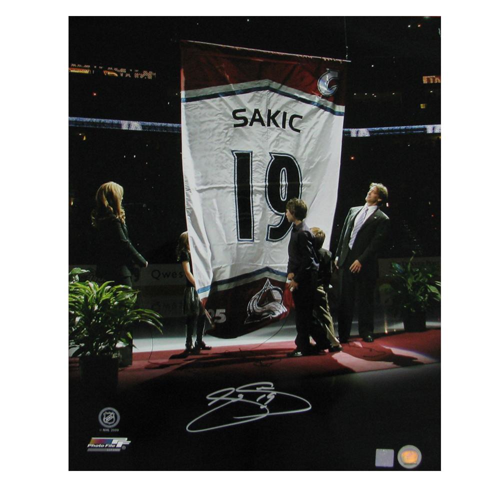 JOE SAKIC Signed Colorado Avalanche Jersey Retirement 16 X 20 Photo - 79041