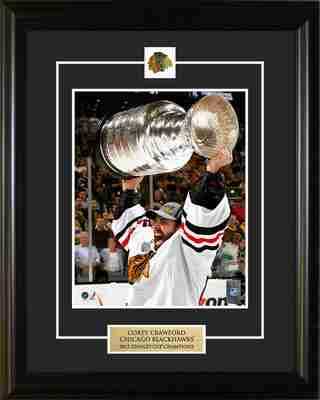 2013 Stanley Cup Winning Goalie Corey Crawford Raising Cup Pin & Plate