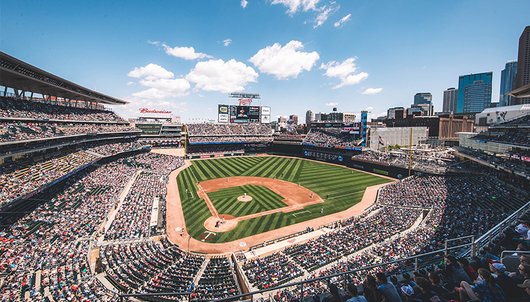 MINNESOTA TWINS BASEBALL GAME: 8/9 VS. CLEVELAND (4 DELTA SKY360° CLUB TICKETS + P...
