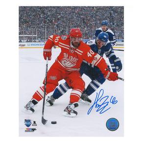 HENRIK ZETTERBERG Signed 2014 NHL WINTER CLASSIC Detroit Red Wings 8 X 10 Photo - 70438