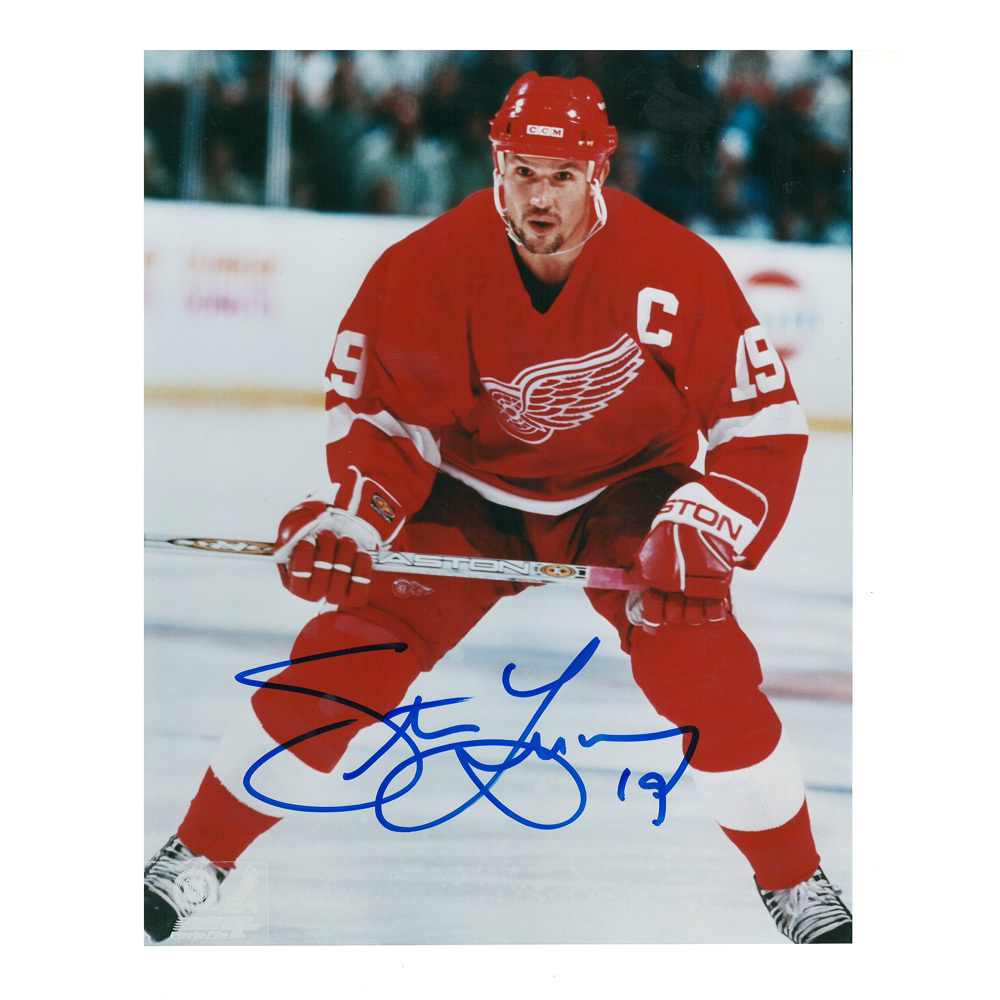 STEVE YZERMAN Signed Detroit Red Wings 8 X 10 Photo - 70142