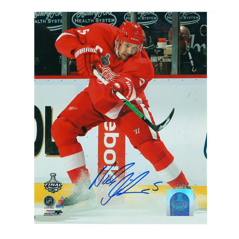 NICKLAS LIDSTROM Signed Detroit Red Wings 8 X 10 Photo - 70148