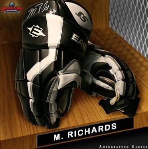 MIKE RICHARDS Signed Washington Capitals Player Model Easton Gloves