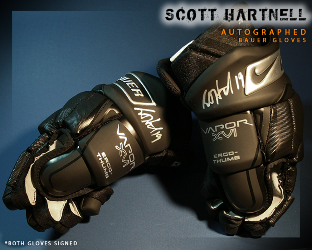 SCOTT HARTNELL Signed Philadelphia Flyers Player Brand Nike Gloves