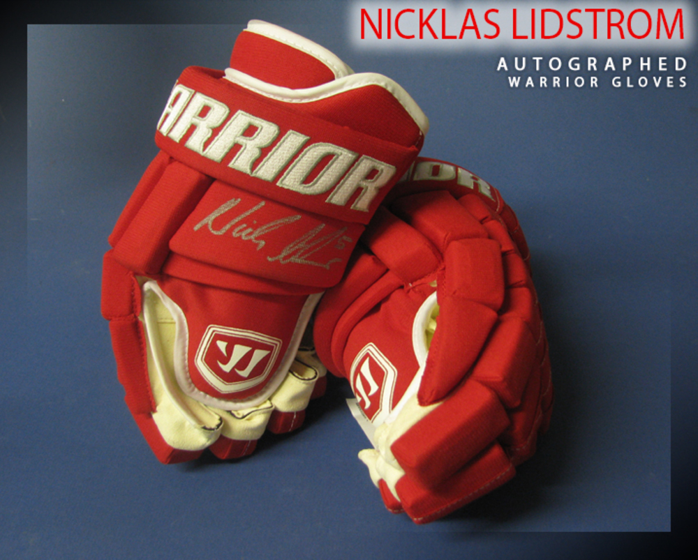 NICKLAS LIDSTROM Signed Detroit Red Wings Pro Model Warrior Gloves