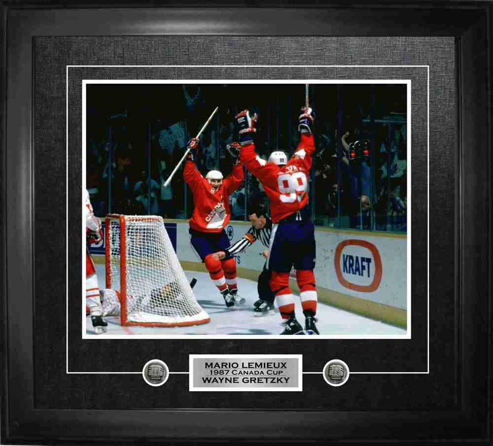 Gretzky,W Unsigned 11x14 Framed Team Canada wLemieux-H