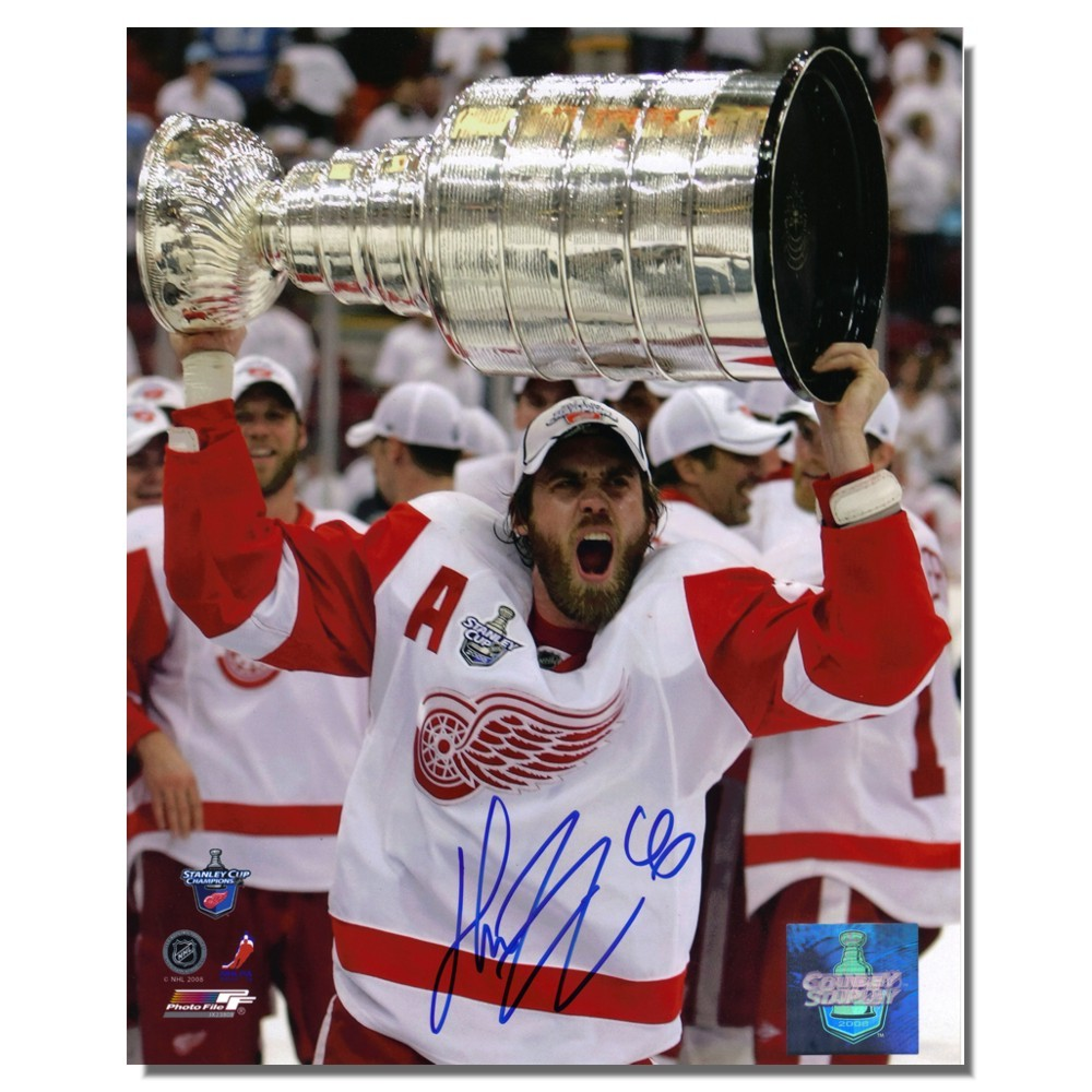 Henrik Zetterberg Autographed Detroit Red Wings 8x10 Photo