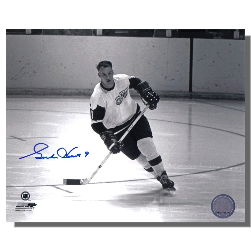 Gordie Howe Autographed Detroit Red Wings 8x10 Photo