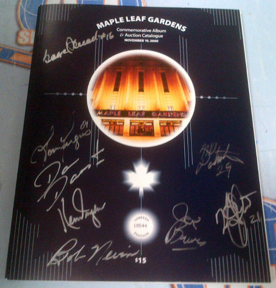 Maple Leaf Gardens AUTOGRAPHED Album & Auction Catalogue *8 SIGNAUTRES* *DRYDEN-PALMATEER-NEVIN-ETC*
