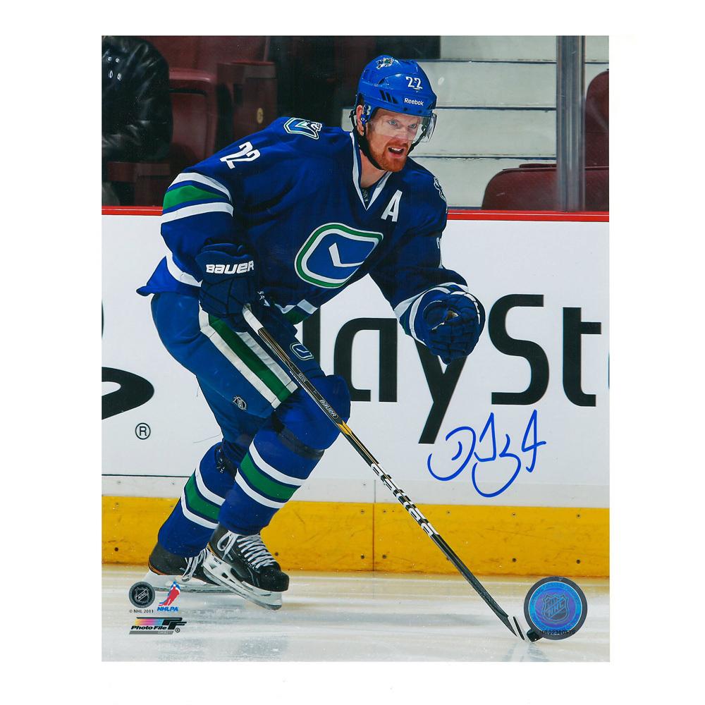 DANIEL SEDIN Signed Vancouver Canucks 8 X 10 Photo - 70245
