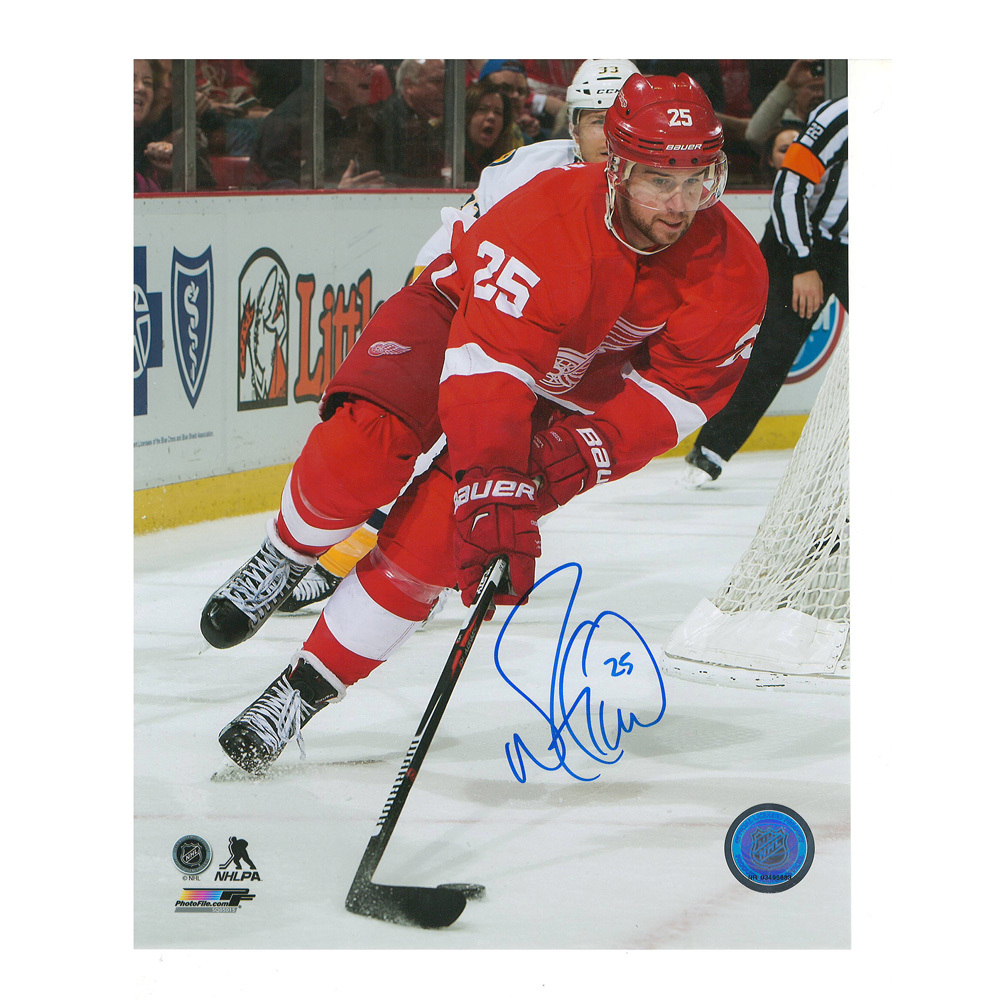 MIKE GREEN Signed Detroit Red Wings 8 X 10 Photo - 70301