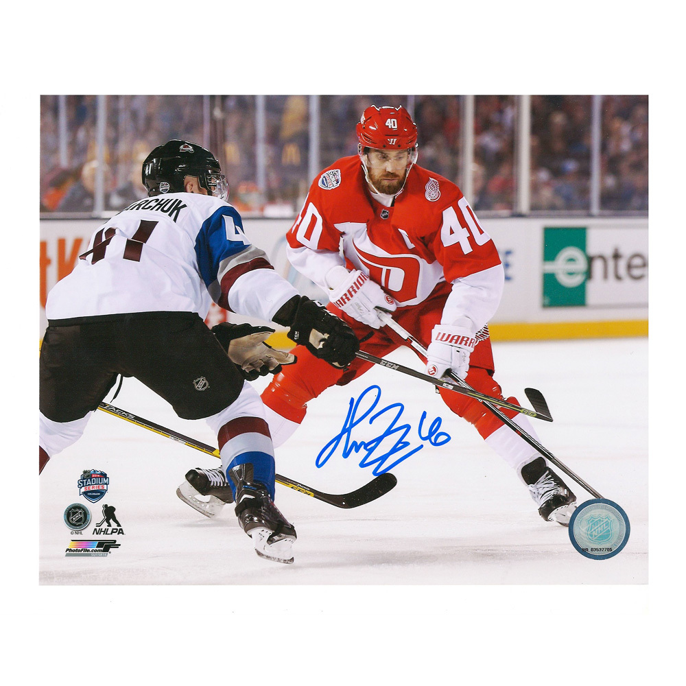 HENRIK ZETTERBERG Signed Detroit Red Wings Stadium Series 2016 8 X 10 Photo - 70259