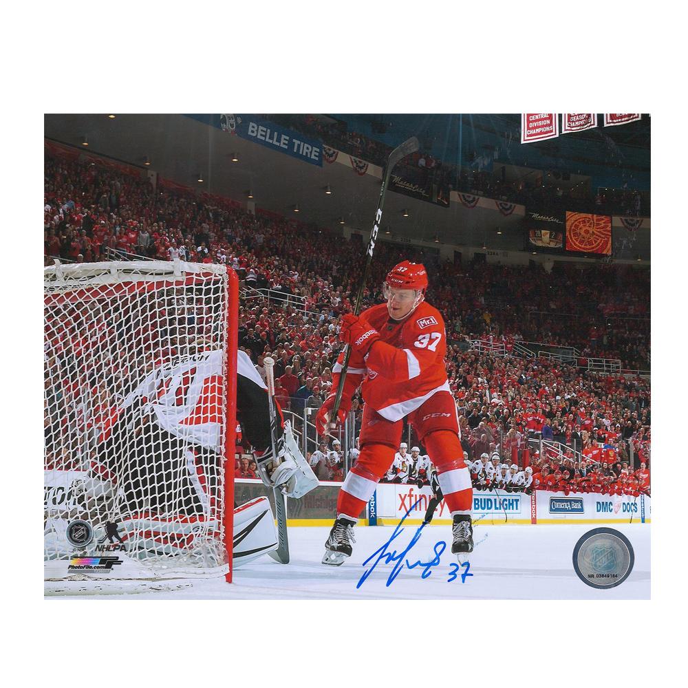 EVGENY SVECHNIKOV Signed Detroit Red Wings 8 X 10 Photo - 70492